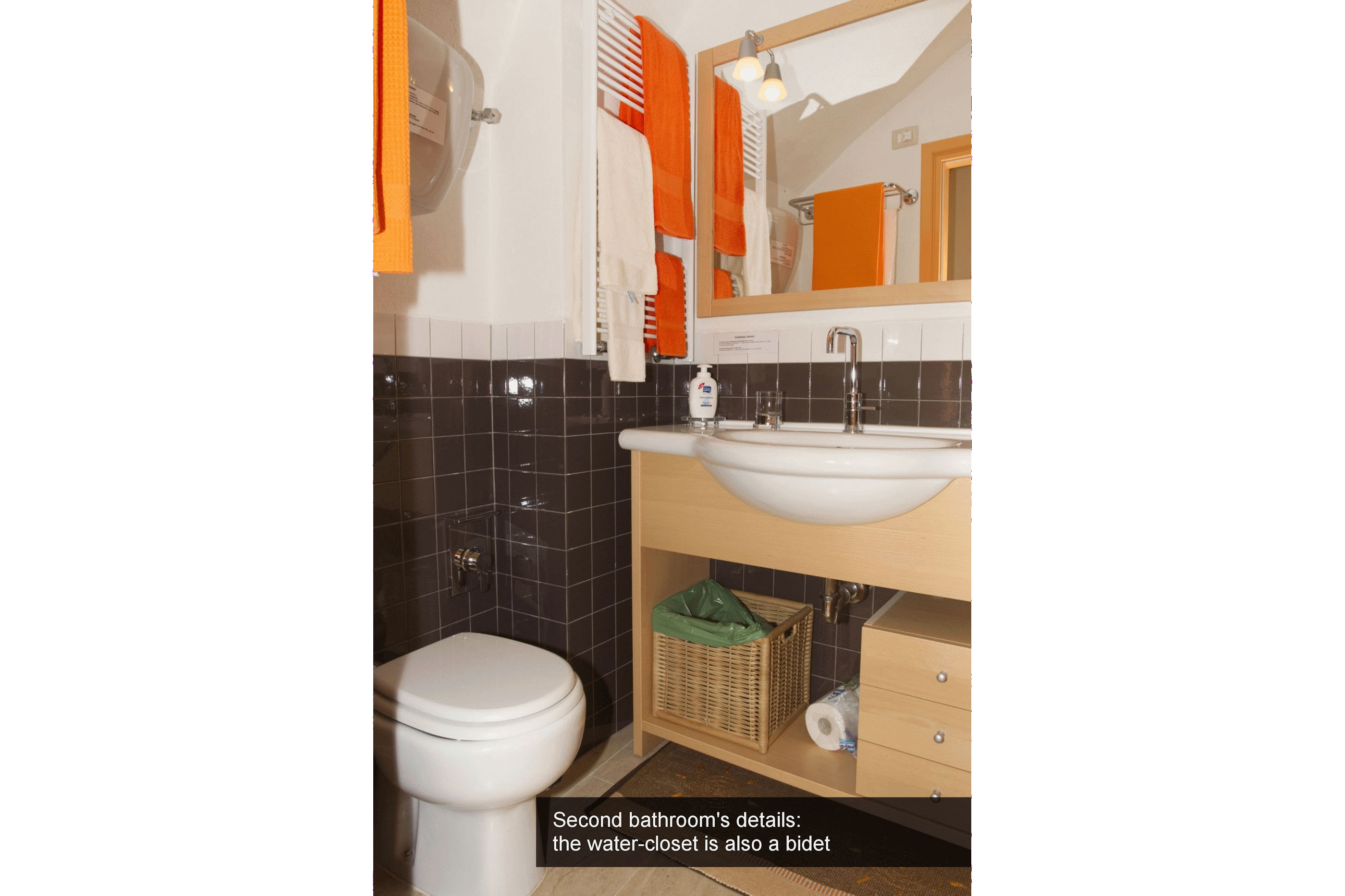 09) Second bathroom's details - the water-closet is also a bidet