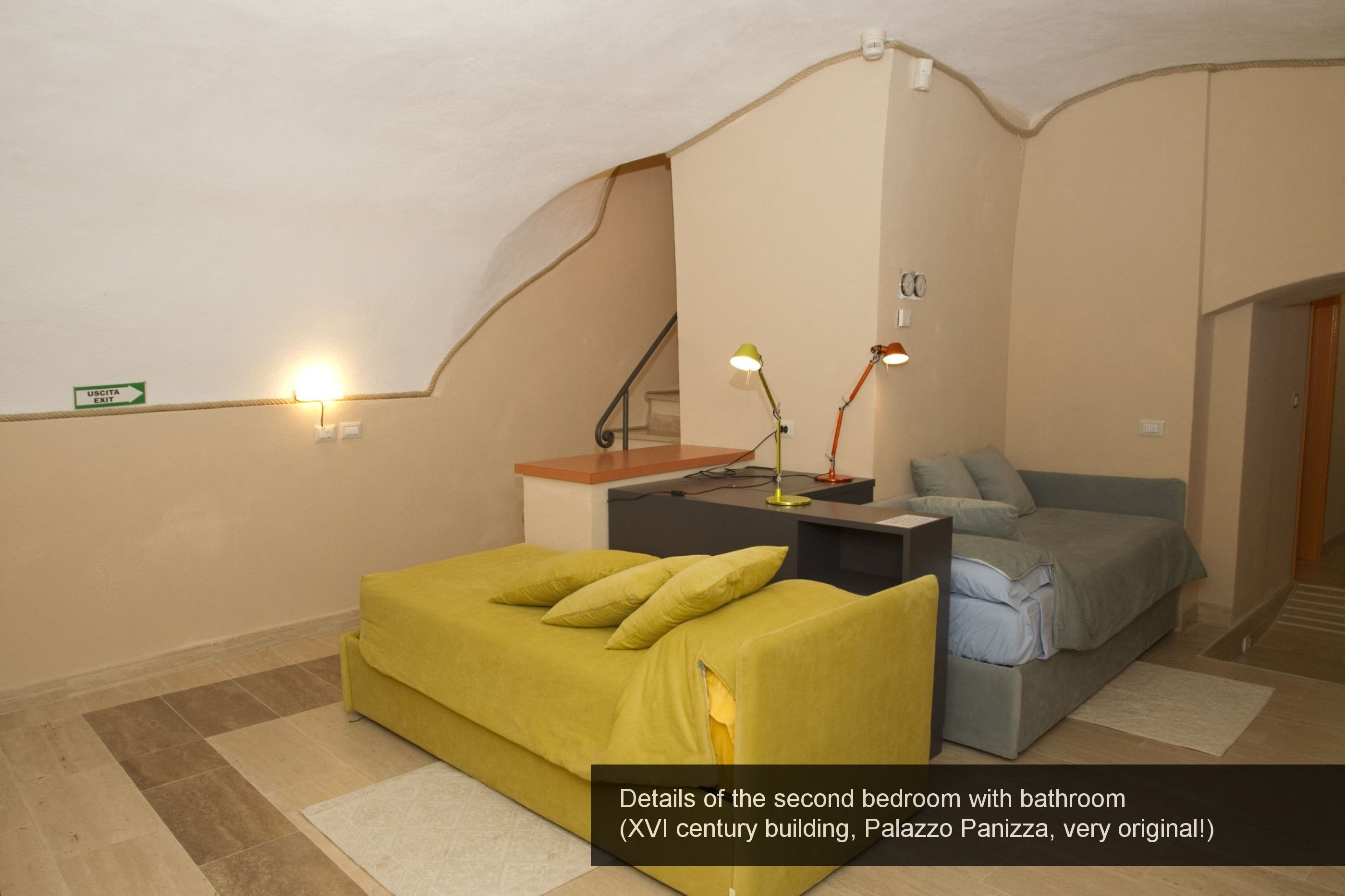 15) details the second bedroom with bathroom (XVI century building, Pala...