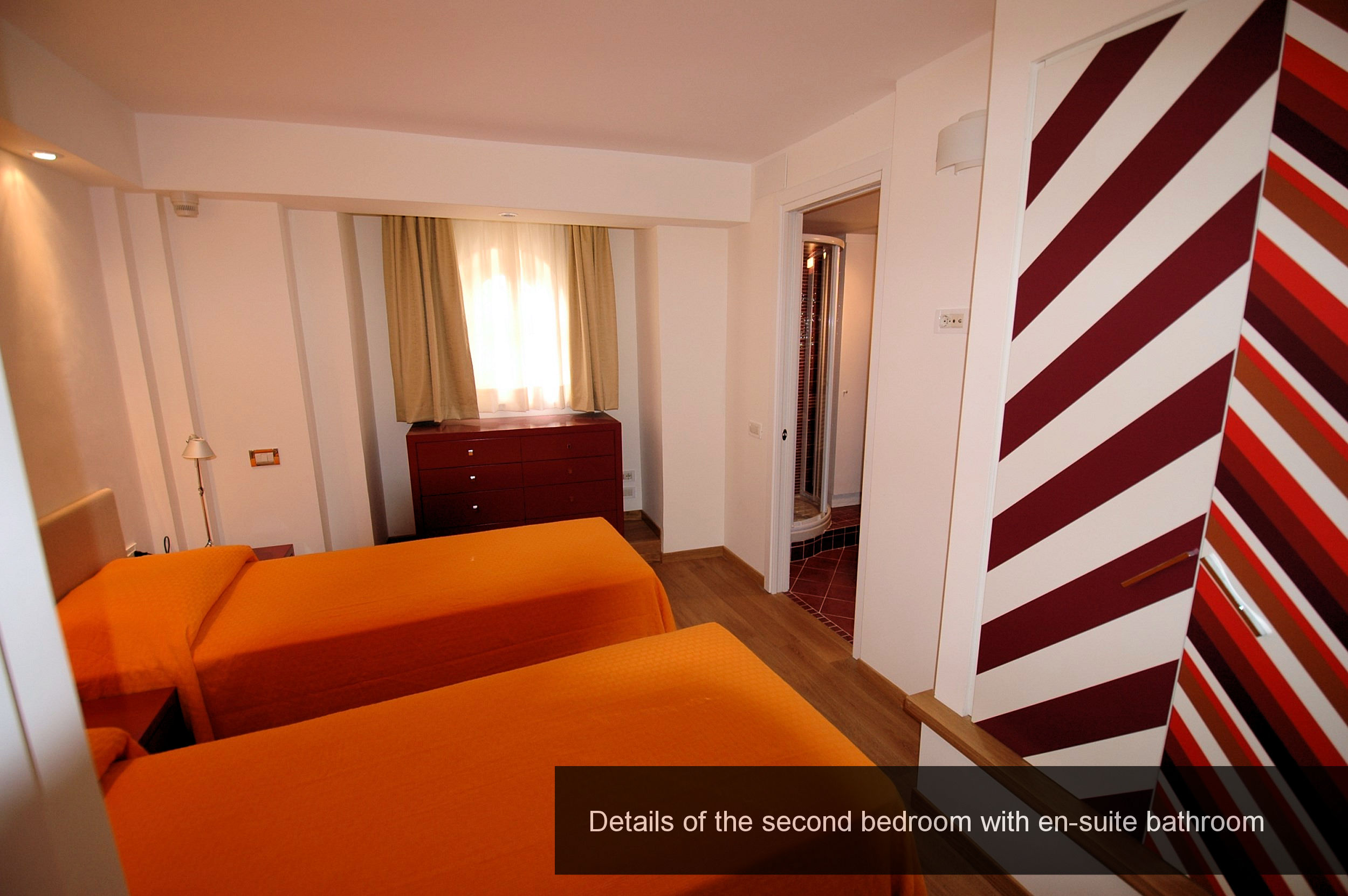 16) details second bedroom with en-suite bathroom
